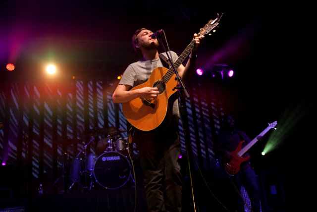 Phillip-Phillips-2_3
