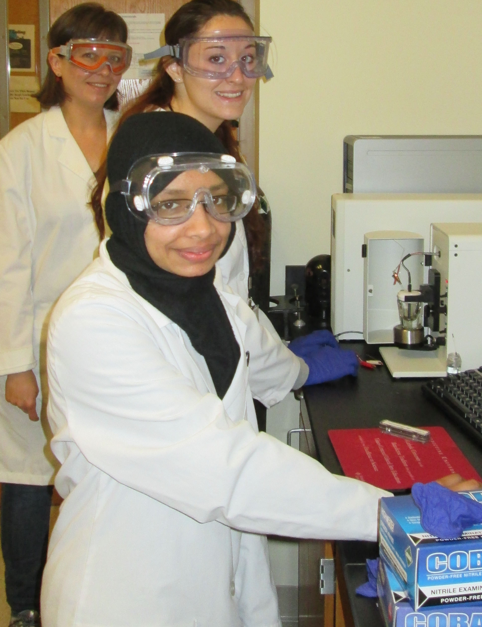Dr. Shaner and her students in NSSRP lab