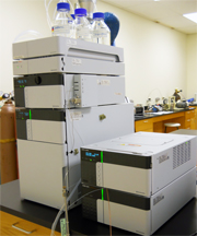 Shimadzu LC-20A Prominence HPLC with UV-Detector